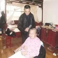 诏安梅岭一男子18年不改初心,守护瘫痪妻子!