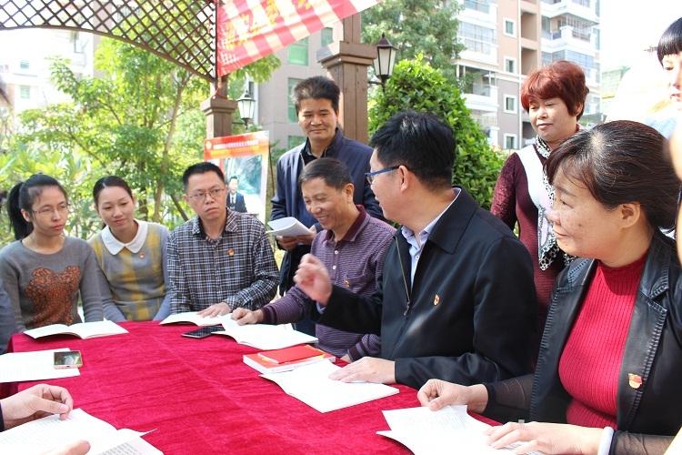 县纪委副书记、监察局长周育民与党员干部互动座谈
