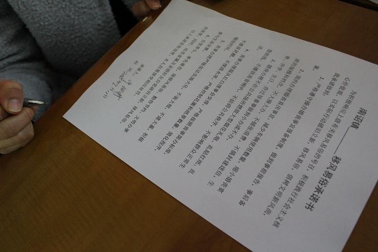 集合南诏镇党员干部带头签《移风易俗承诺书》率先垂范.jpg