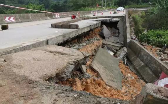 【08.03晨读】省道林塘村部分路段坍塌